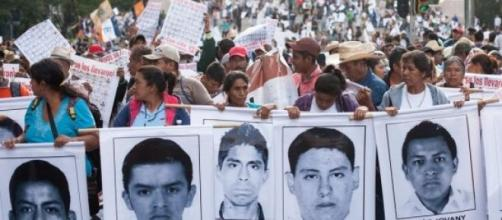 Siguen protestas por el caso de los 43 normalistas