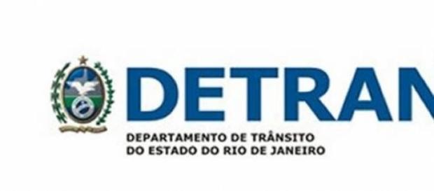 Autoescolas aguardam assinatura do Dentran-RJ