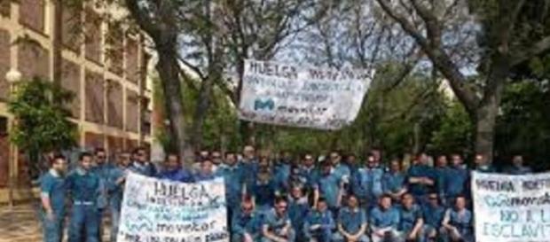 Lavoratori Telefonica in sciopero.