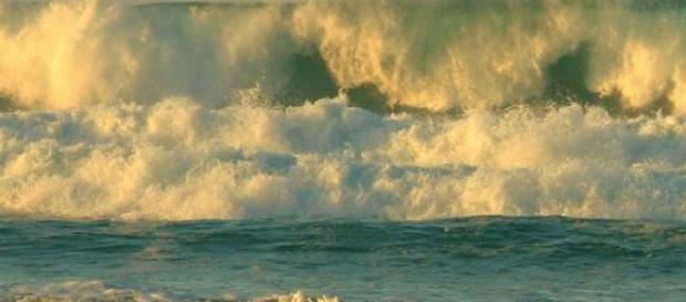 Mar de fondo atacó varias playas en México