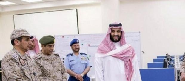 Mohammed bin Nayef con militari sauditi