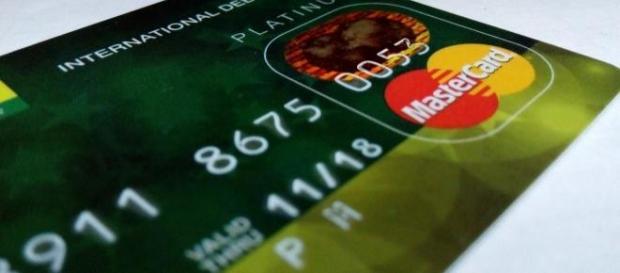 Taxa de juros de Cartão de Crédito sobe em 2015.