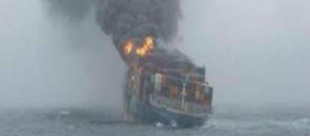 Tuna-1, la nave turca in fiamme