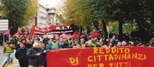 Manifestazione per il reddito di cittadinanza.