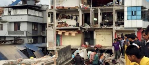 País ainda recupera do sismo do dia 25 de Abril