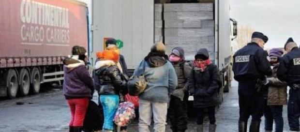Imigranți agresați de polițiștii francezi