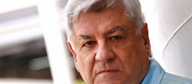 Lauro César Muniz alfineta 'Babilônia'