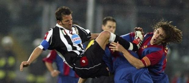Del Piero y Puyol disputando el balón.