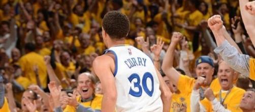 El MVP anotó 6 de 13 triples para 18 puntos