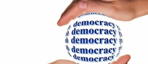 Viver em democracia não dá liberdade para roubar