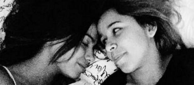Fãs torcem por romance lésbico de Anitta