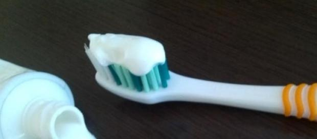 pasta de dinți si pericolele ascunse