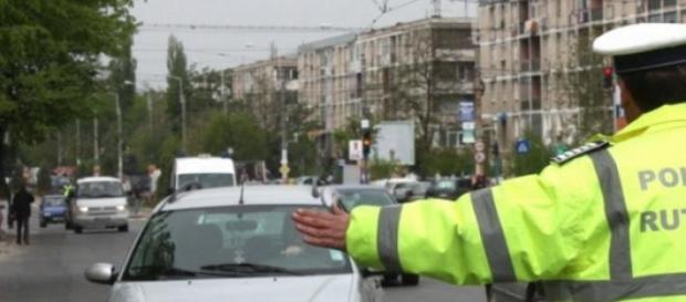 Poliţiştii dădeau amenzi tuturor şoferilor