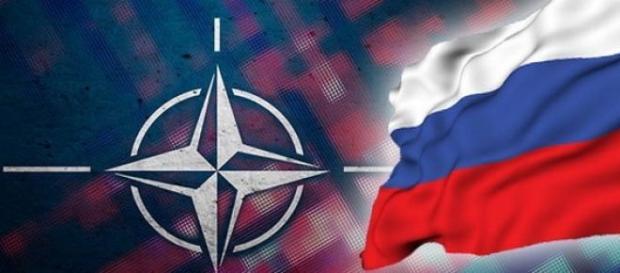 Steagurile NATO si Rusiei