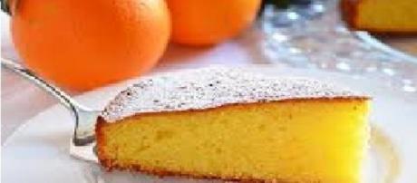 Fetta di torta all'arancia