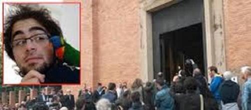 Folla di amici ai funerali di Domenico .