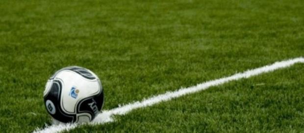 A bola começa a ser jogada domingo, às 18h00
