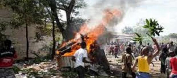 Manifestanti durante il golpe in Burundi.