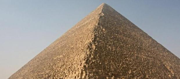 Marea Piramidă din Gizeh sau Piramida lui Keops