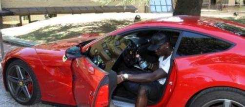 Balotelli al volante della sua Ferrari