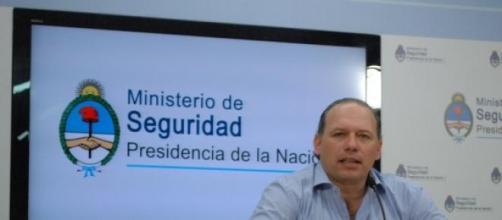 El ministro Sergio Berni en conferencia de prensa