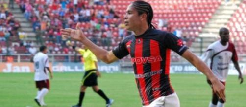 Ocanto surpreendido no final do jogo com o Aragua.