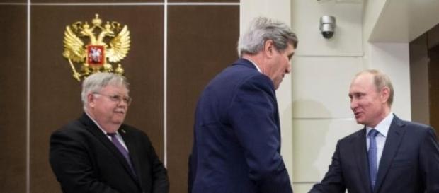 John Kerry si Putin la Sochi, Rusia, mai 2015