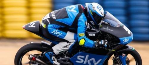 Romano Fenati gana la carrera en Le Mans