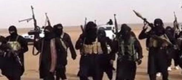 Terroristi dell'Isis armadi di razzi Rpg.