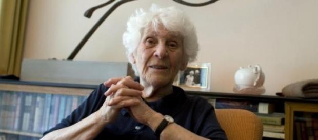 teză doctorat susţinută la 102 ani