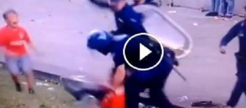 Criança vê o próprio pai ser agredido por polícia