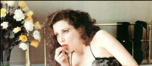 Francesca Dellera in una foto di Helmut Newton
