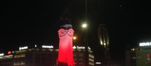 O Marquês de Pombal vestiu-se de vermelho.