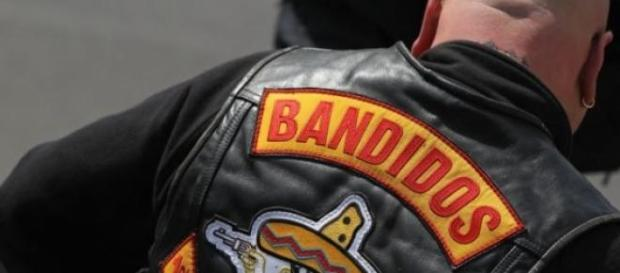 Guerra tra gang di motociclisti