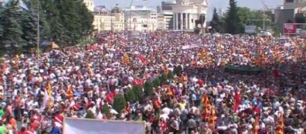 I macedoni chiedono democrazia e diritti