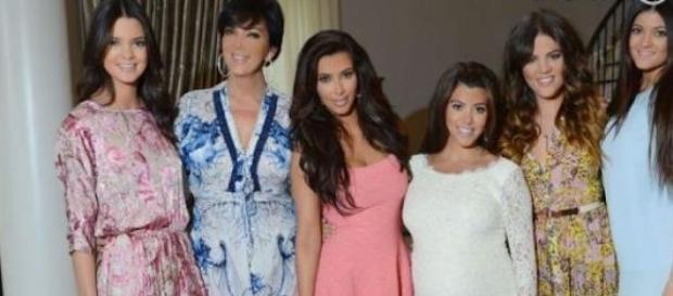 Kris Jenner entourée de ses cinq filles.