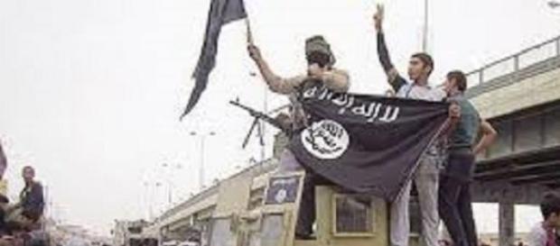 Miliziani esultano per la conquista di Ramadi.