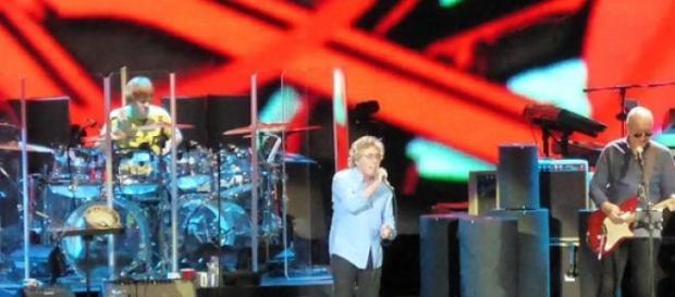 Roger Daltrey e Pete Townshend em ação, na turnê