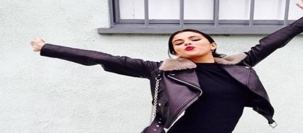 Selena Gomez schwänzt den großen Abend von Taylor