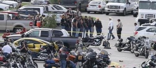 Centenas de motos esburacadas de balas