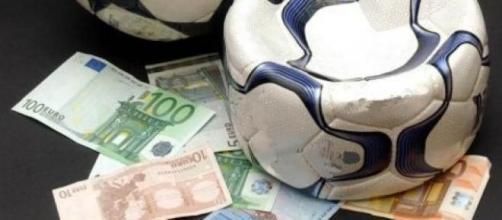 Il pallone si è sgonfiato sotto il peso dei soldi