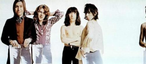 Los Rolling Stones con la portada del disco