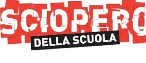 Scuola, DDL Renzi e sindacati: blocco scrutini