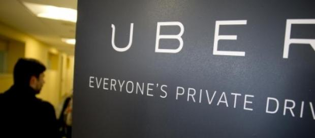 """Eeryone's Private Driver"" Slogan de Uber"