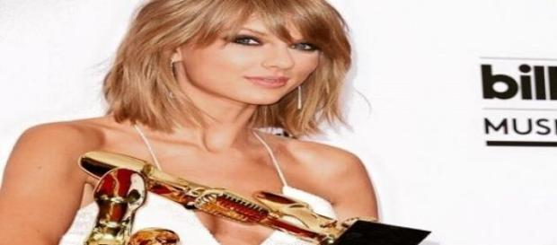 Taylor & Calvin: Öffentliche Fummelei