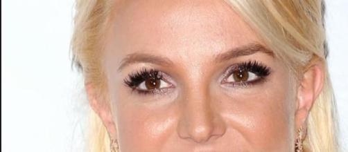 Britney Spears sufre una aparatosa caída