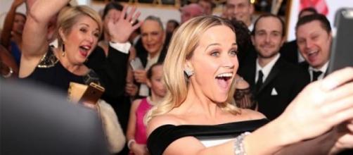Reese Witherspoon en pleno selfie en Cannes