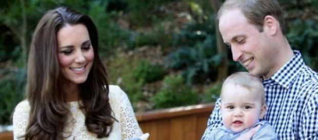 Kate y Guillermo junto a su primer hijo