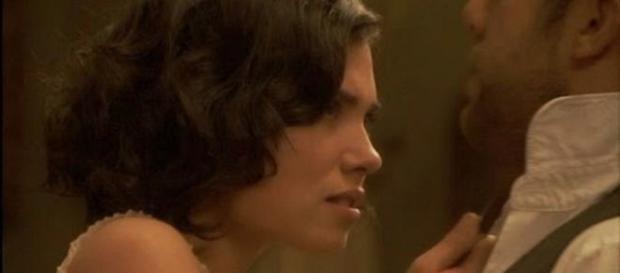 Maria minaccia Fernando con un coltello