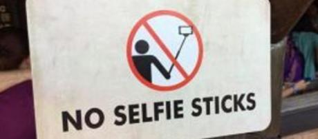 Cartel de prohibición de 'selfie stick'